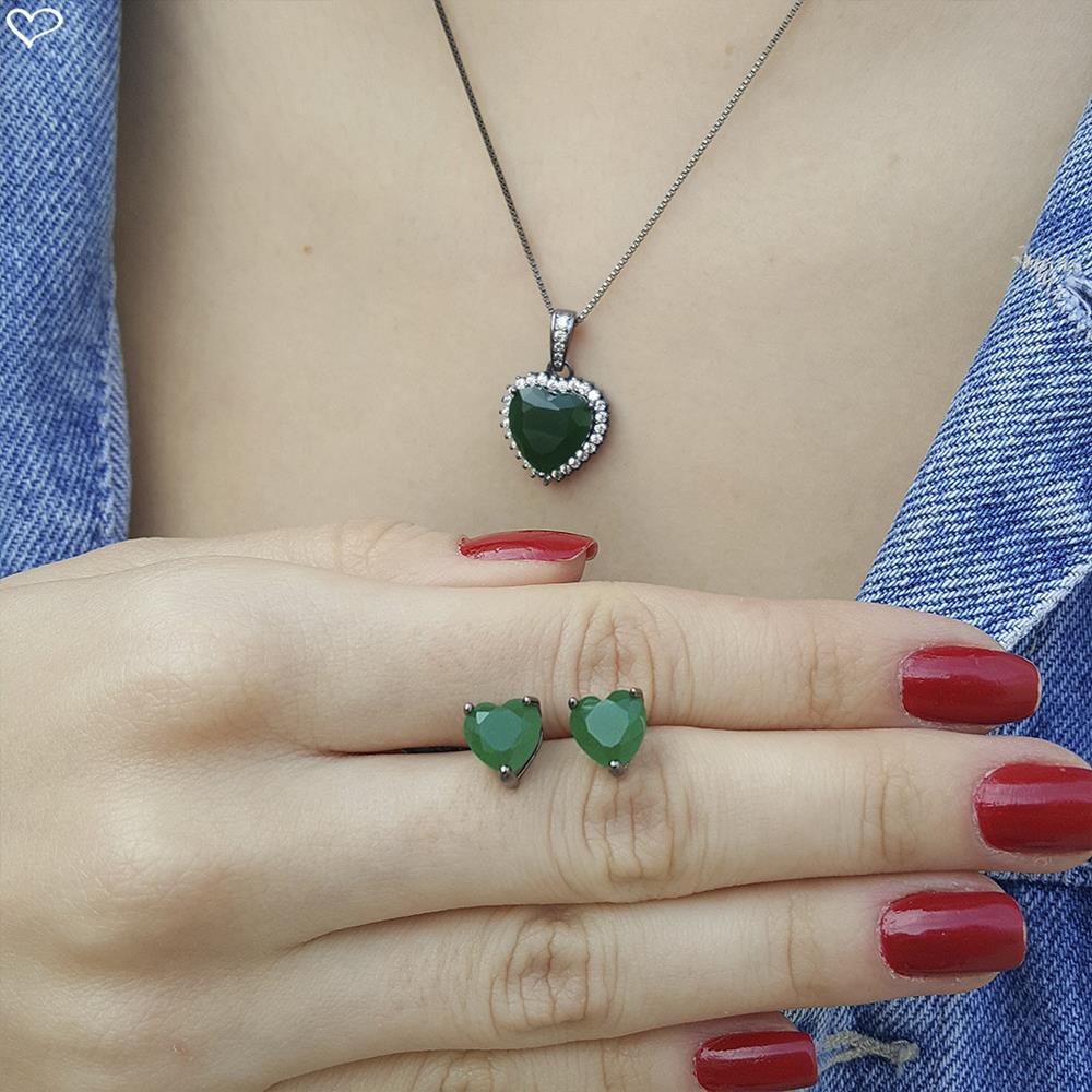 Brinco piuka coração zircônia esmeralda semijoia em ródio negro