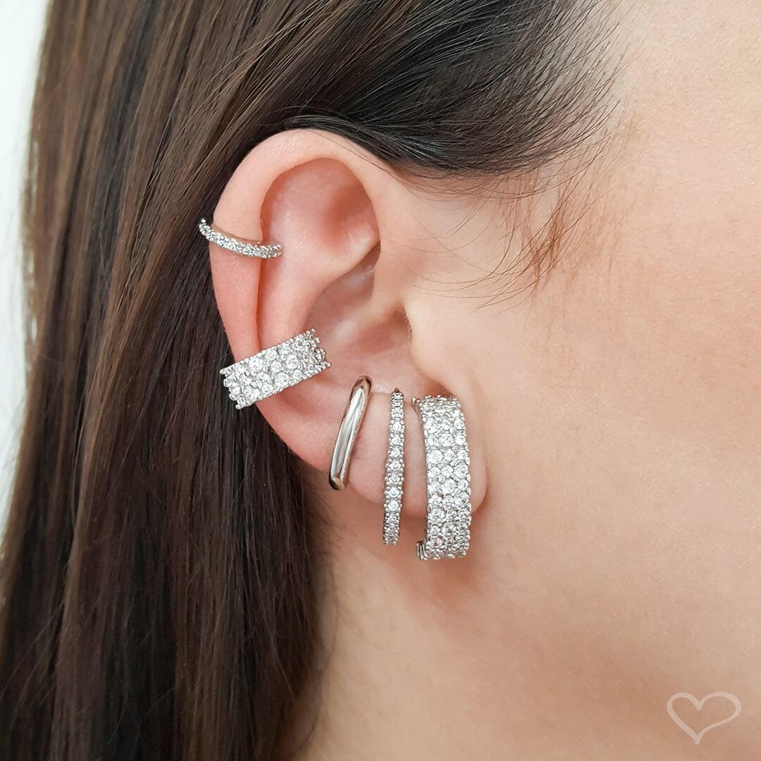Brinco Piuka Ear Hook Alice 3 Fileiras Zircônia Cristal Folheado Em Ródio Branco